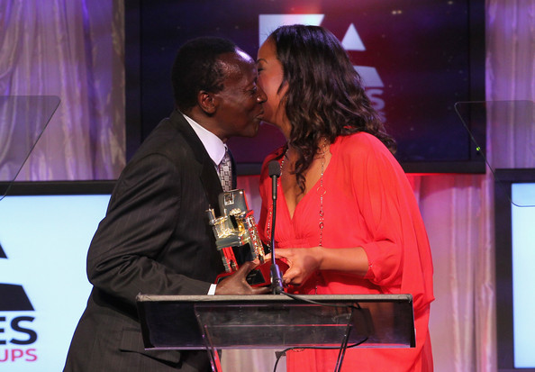 Oliver Litondo receives his award from Leila Ali, the daughter of former heavyweight boxing champion Mohammed Ali